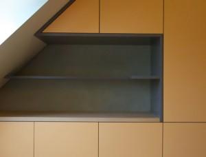 Einbauschrank unter dem Dach